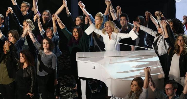 Lady-Gaga-bez-Oscara-ale-i-tak-podbila-publicznosc